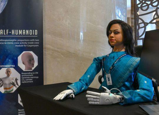 inde robot humanoide spatial