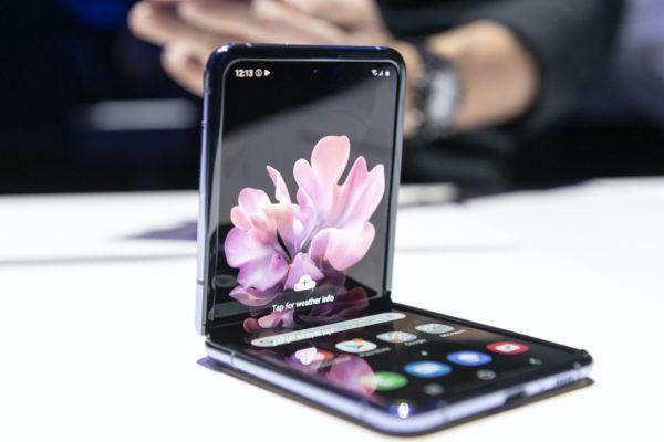 Galaxy Z Flip Semi Plie 1 600x400