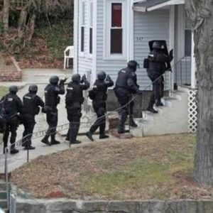 Image article Le FBI arrête le leader d'un groupe néo-Nazi accusé de «swatting»