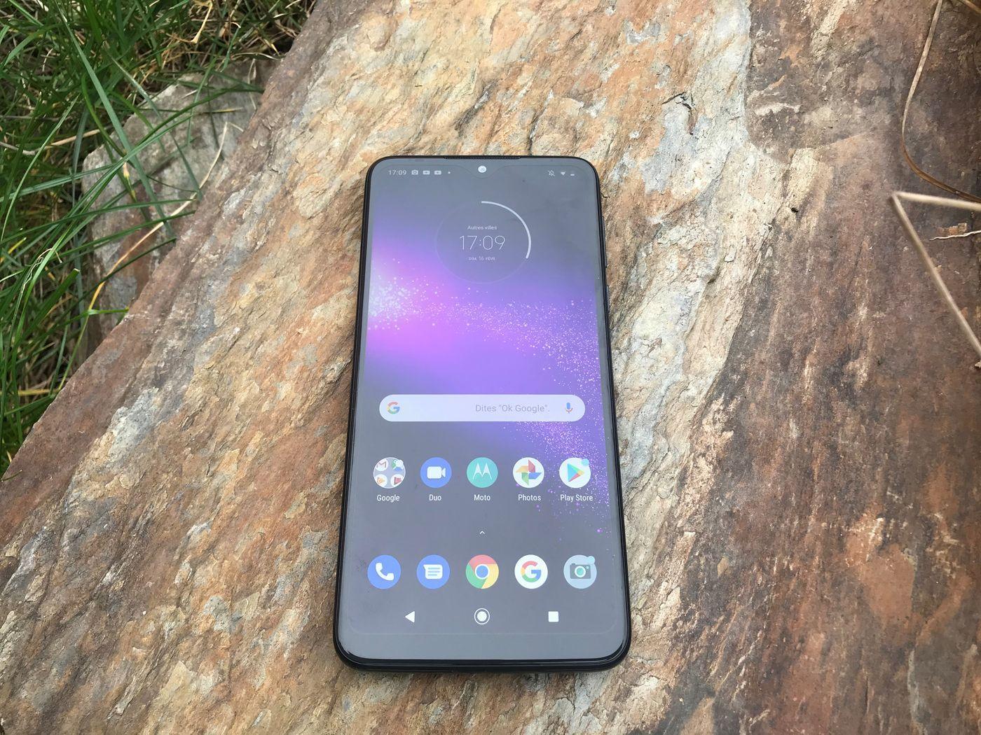 Motorola One Macro 3