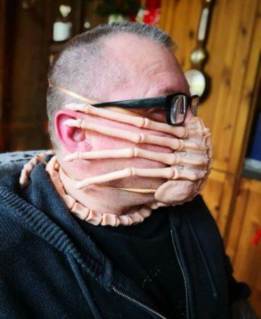 Facehugger Mask 369x450