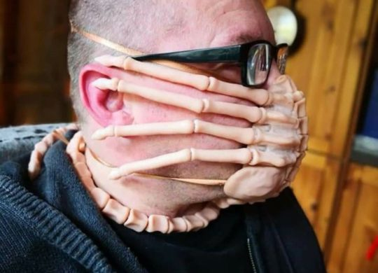 Facehugger Mask