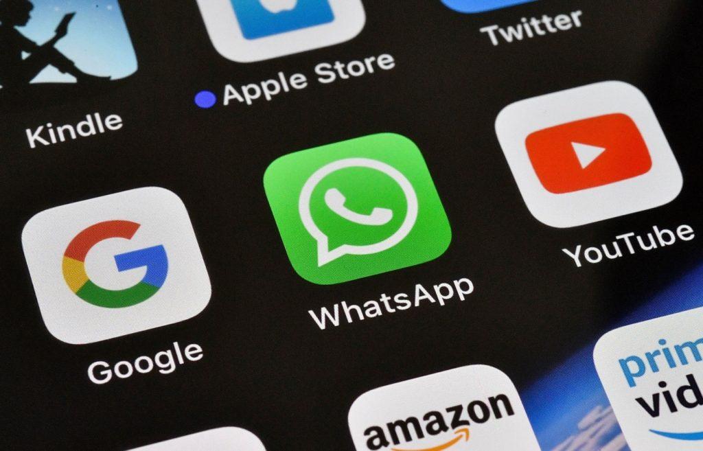Google Vs WhatsApp Vs YouTube Icones Logos 1024x657