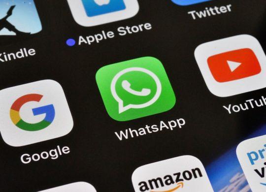 Google vs WhatsApp vs YouTube Icones Logos