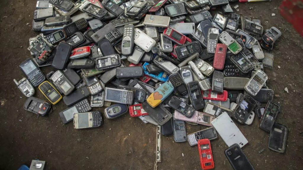 Déchets Electroniques Telephones Portables 1024x576