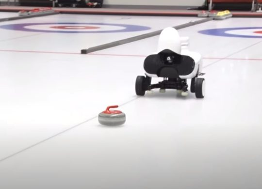 Robot curling