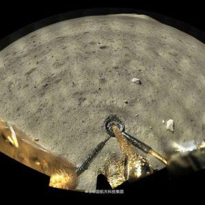 Image article Chang'e-5 se pose avec succès sur la Lune et transmet ses premiers clichés