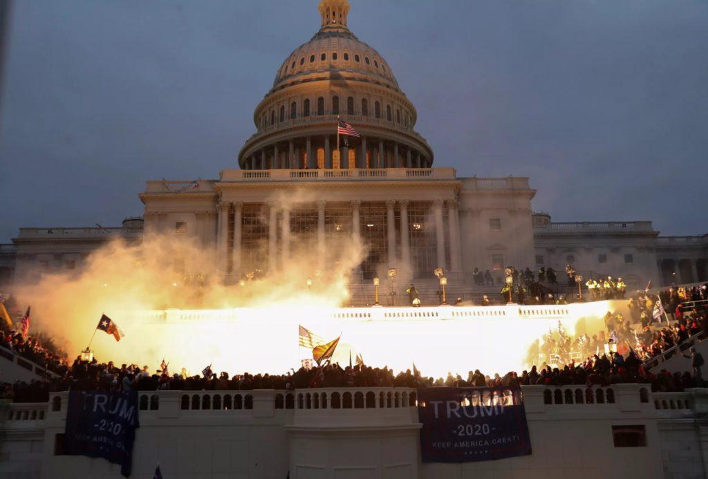 Donald Trump est temporairement banni de Twitter, Facebook et Instagram après l'invasion du Capitole à Washington