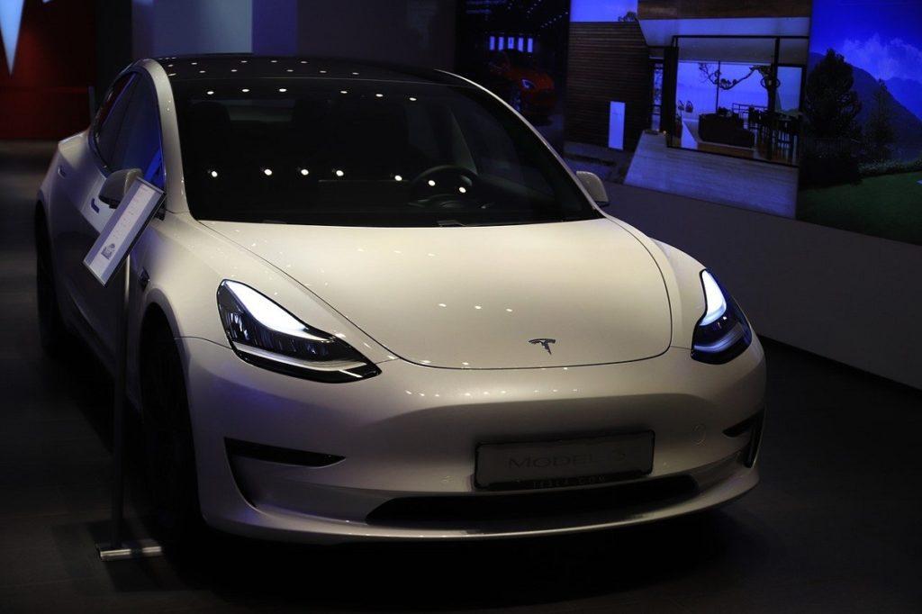 Tesla sous le joug d'une enquête de la NHTSA et de la KBA