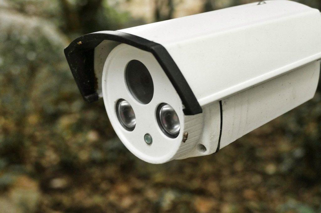 Un employé d'une société de surveillance a espionné des clients pendant des années à travers leurs caméras