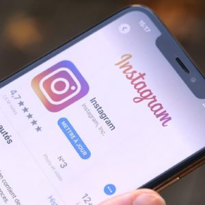 Image article Instagram teste 3 options pour cacher les J'aime