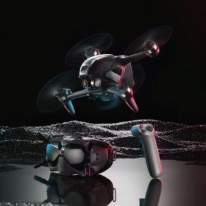 Image article DJI dévoile son premier drone FPV (Casque, vidéo 4K/120 ips, FoV 150°, manette à détection de mouvements)
