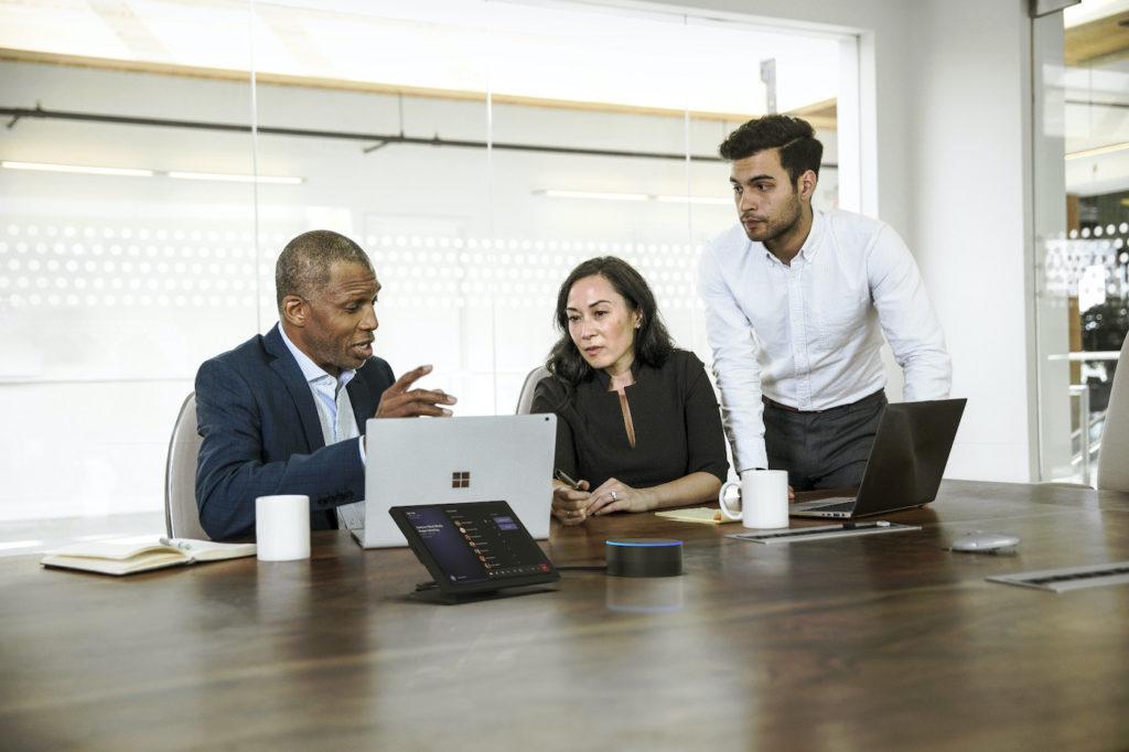 Microsoft dévoile des enceintes connectées dédiées aux réunions