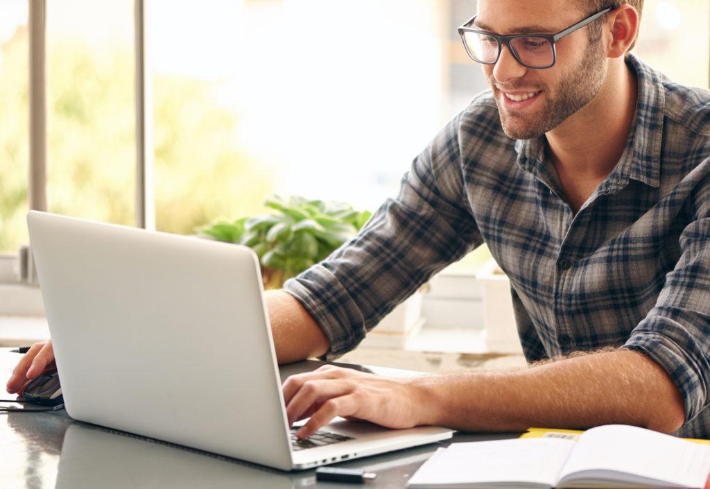 Les Français s'informent moins de 5 minutes par jour sur Internet