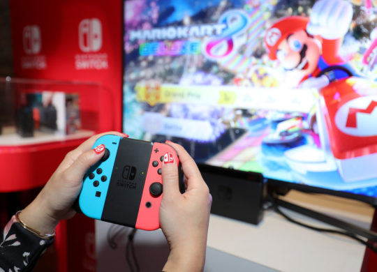 Nintendo Switch Neon Joy-Con Prise en Main