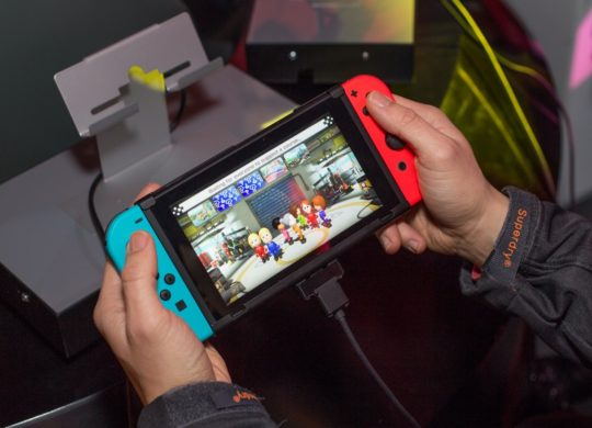 Nintendo Switch Neon Prise en Main