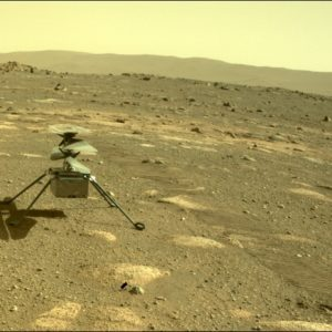 Image article [Màj: décollage repoussé] Ingenuity : première nuit sur Mars, et première image prise du drone-hélico