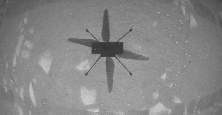 Ingenuity au dessus de Mars