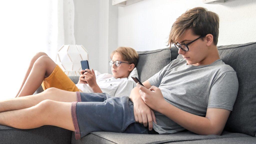 Jeunes Adolescents Smartphones