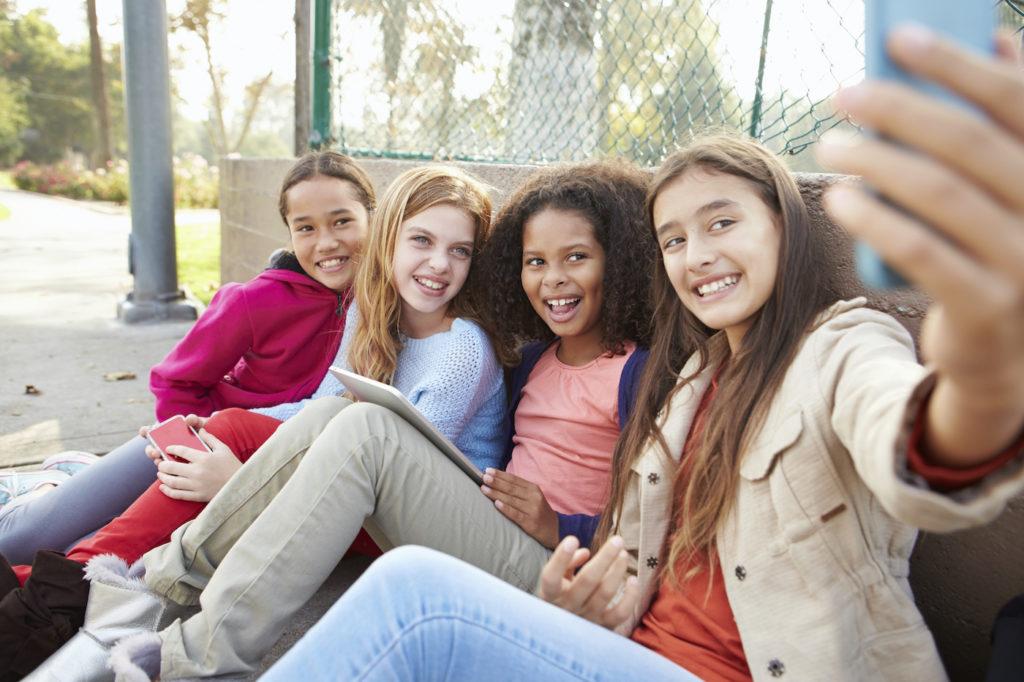 Enfants Adolescents Selfie Smartphone